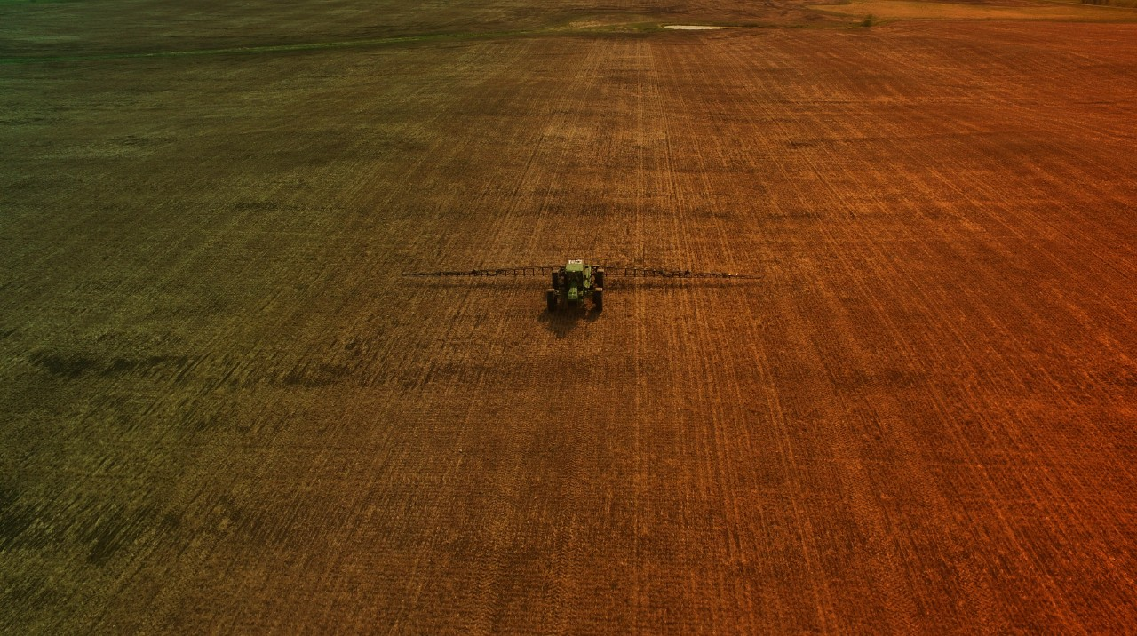Pre-Plant Burndown and Early Season Weed Management with Boom Sprayer